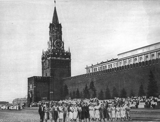 Выпускники московских школ на Красной площади.
