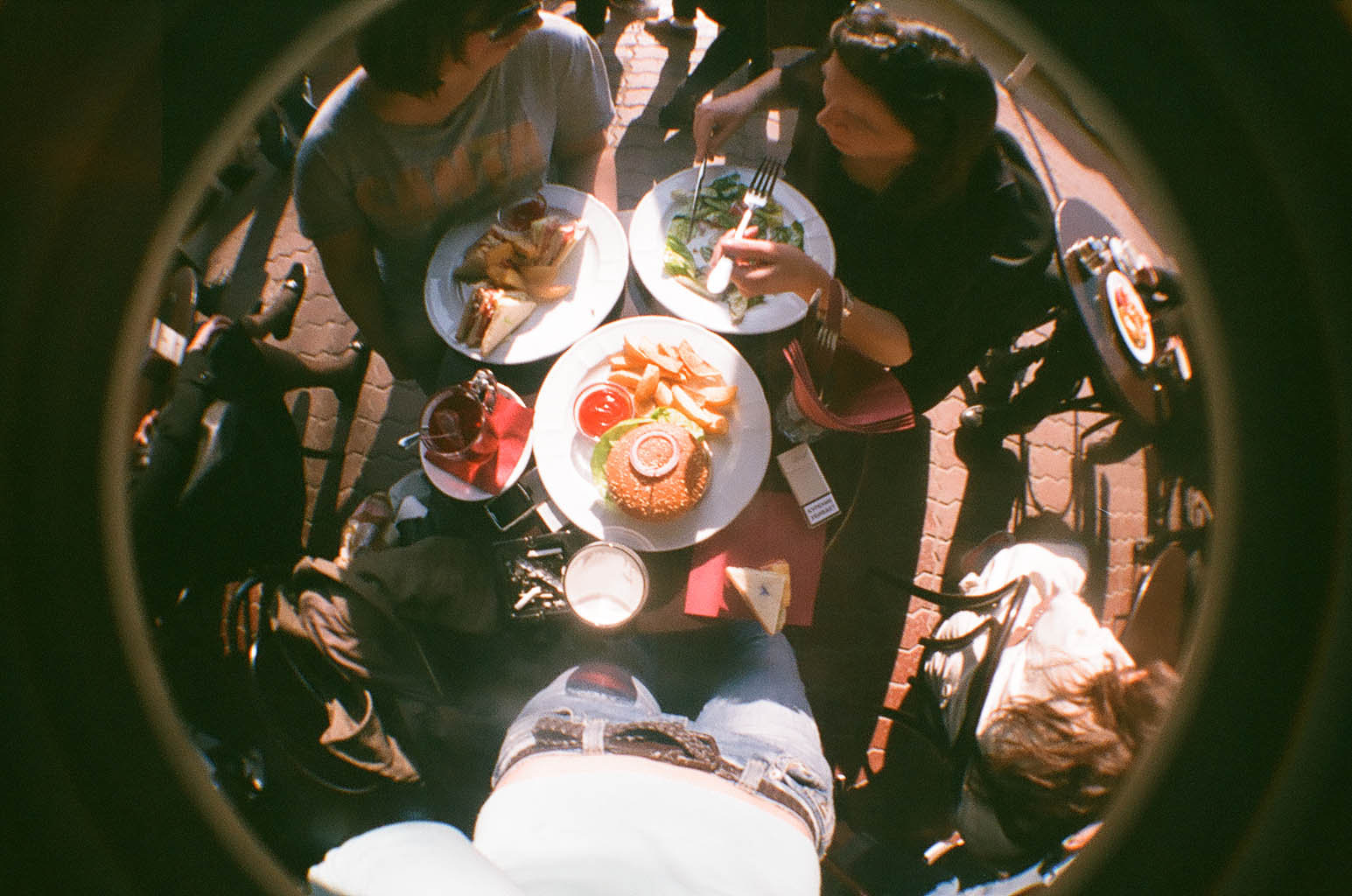 "Французское кафе ""Жан-Жак"" и английский паб ""Джон Донн"" на Никитском бульваре"