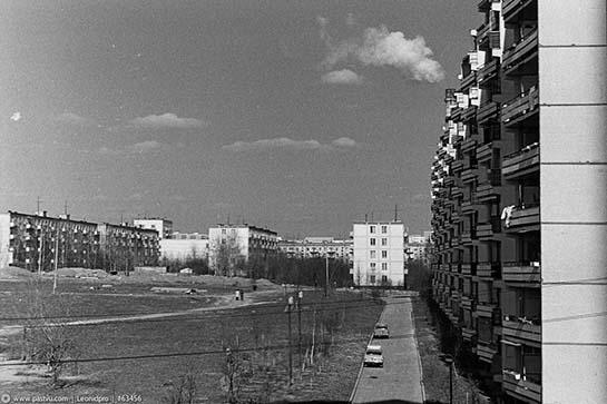 Ельнинская 15, вид в сторону Ярцевской. 1977г.