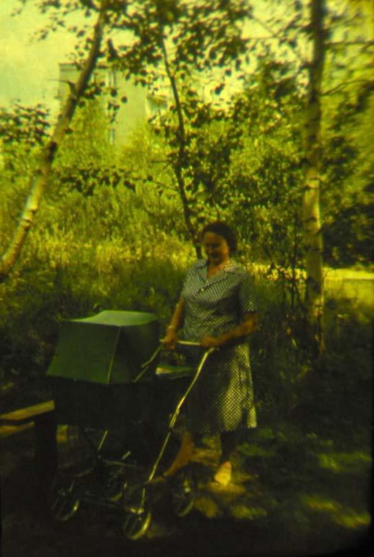 1975г., на заднем плане дом № 40 по ул. Академика Павлова
