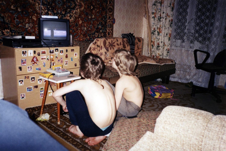 Автор с другом играют в Dendy